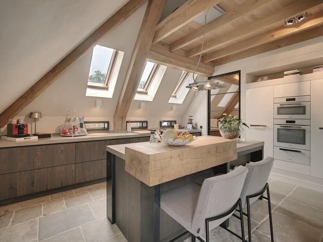 Кухня-чердак — как оформить светлую кухню под откосами